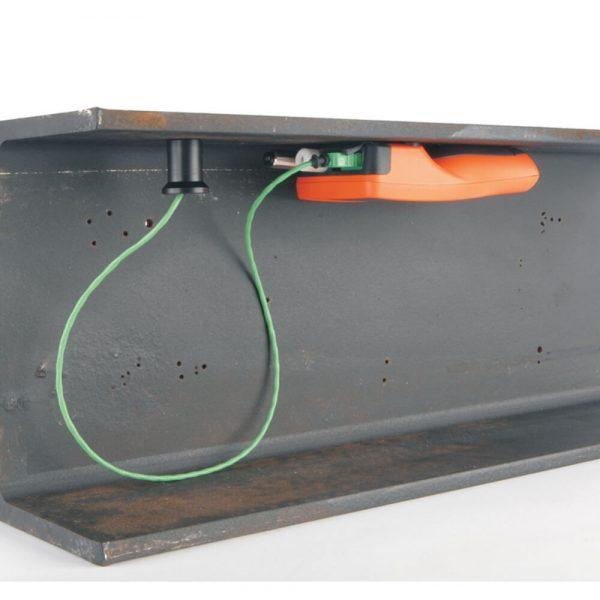 elcometer 319 mengukur kelembaban dengan probe